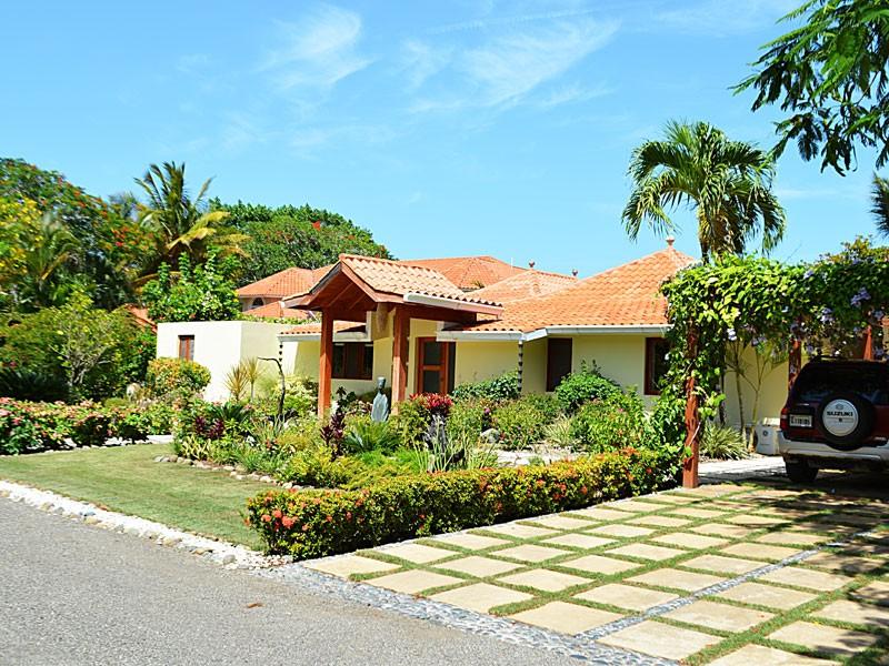 Villa balinese 870 000 ville esclusive for Progetta la tua villa