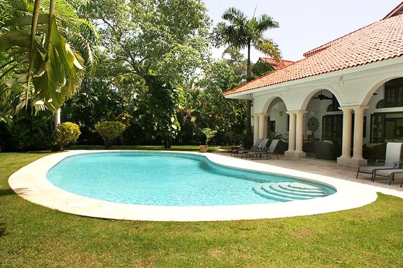 Villa diana 1 ville esclusive for Progetta la tua villa